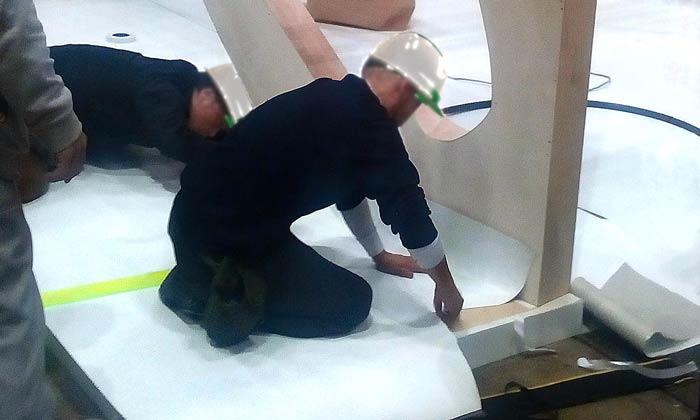 展示会の木工ブースの施工6:床材貼り込み