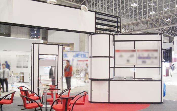 システム部材オクタノルム(Octanorm)の展示会ブース施工事例3