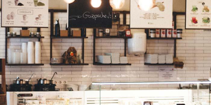飲食店の店舗内装工事の壁