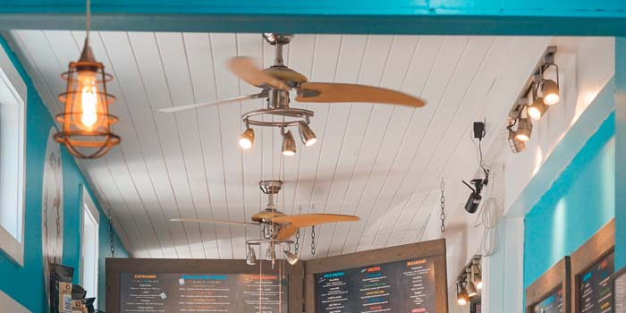 飲食店の店舗内装工事の天井